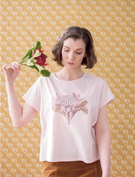 edith rewa waratah floral tee MEDIUM